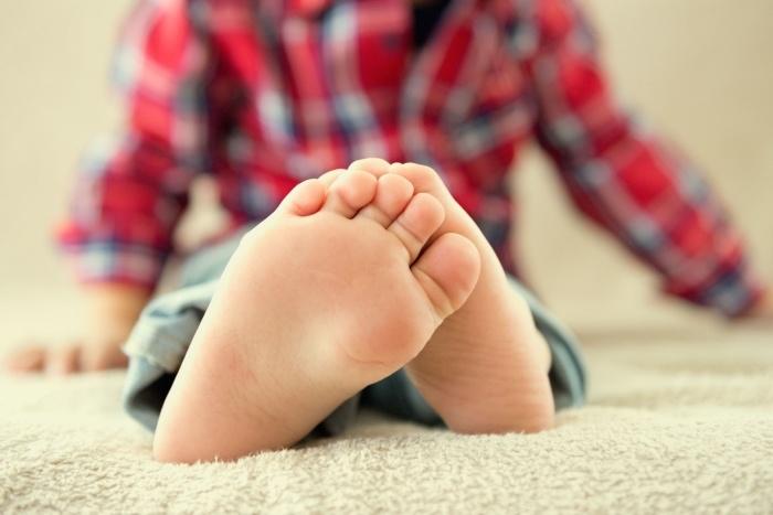 Болят ноги у ребенка по ночам и днем: причины