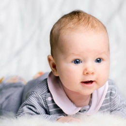 Повышенная потливость у ребенка до года: причины и методы помощи