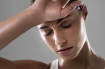 Причины гипергидроза у женщин: выявляем провоцирующие факторы