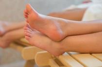 Лечение сильной потливости стоп: особенности потоотделения и основные виды терапии