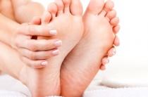 Потеют ноги при беременности: суть проблемы и что делать?