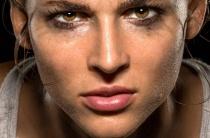 Причины повышенной потливости у женщин: патологические и физиологические факторы