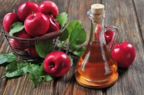 Яблочный уксус от потливости ног: простое решение «пахнущей» проблемы