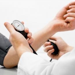Потливость при гипертонии: причины и методы лечения