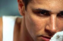 Причины липкого пота: провоцирующие факторы и симптомы патологий